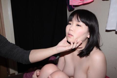 【鬼畜】43のオッサン三人に弄ばれる少女の身体がエロすぎてつらい・・・(※動画あり)・20枚目