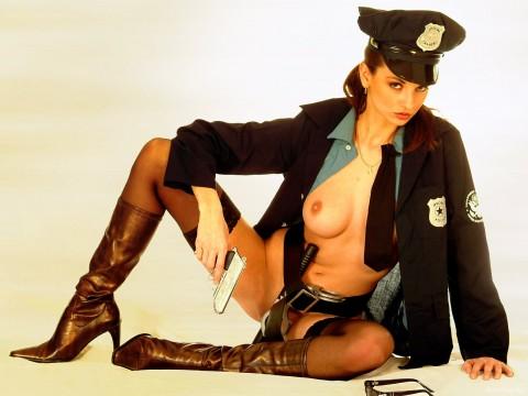 本場の婦人警官のエロ画像ください →  「9なら逮捕されたい」「18の顔とオッパイのGAPがヤバイwwwww」・22枚目