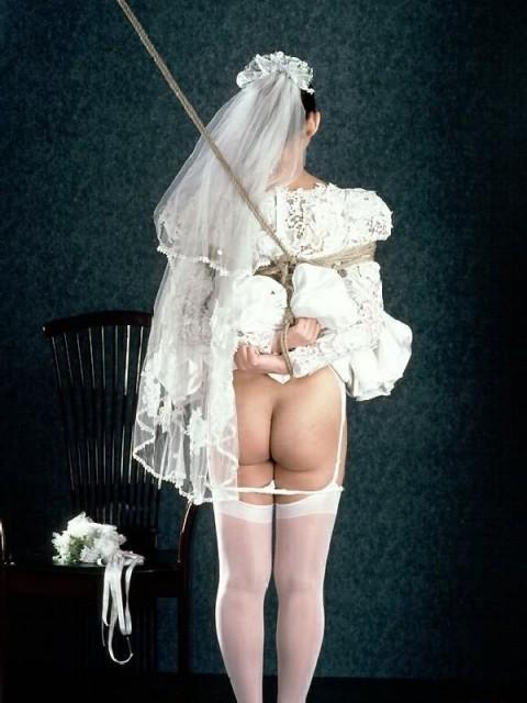 【画像】コスプレしたまま縛られてる女の子のエロさは異常・・・・・・・・・・・(31枚)・1枚目