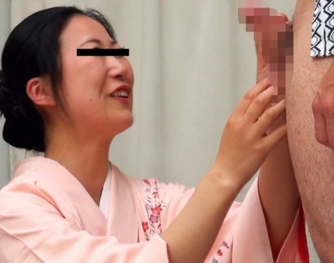 チンコを見せられて思わずニヤリとしてしまった女性たちをご覧ください(画像24枚)・16枚目