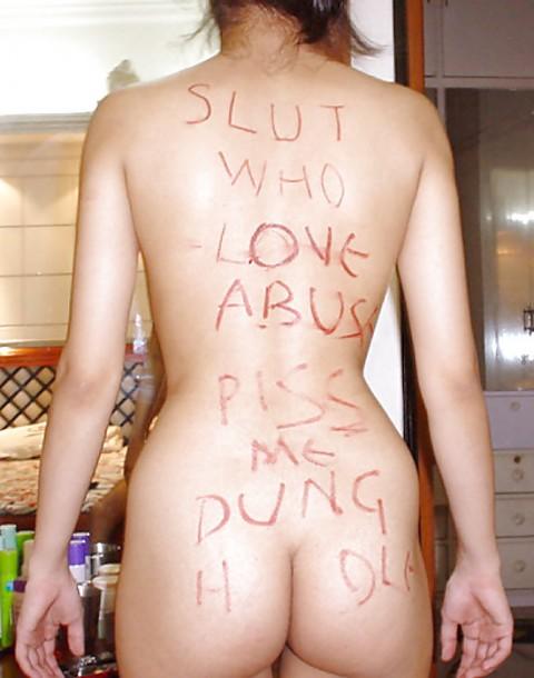 【海外】自らの身体に卑猥な言葉を書き込んで挑発する素人雌犬たちのエロ画像がヤバい(37枚)・5枚目