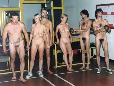 【露出狂】全裸でボーリングする集団が激写されるwwwwwwwwwwwwwwwww(画像31枚)・21枚目