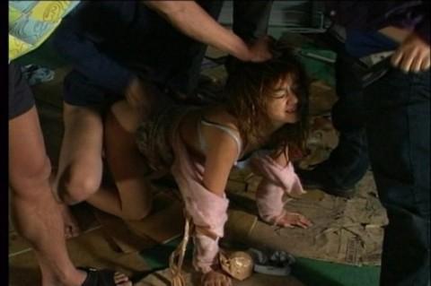 【レイプ】女は泣き叫んでないと興奮しないキチ野郎のための輪姦画像(32枚)・32枚目