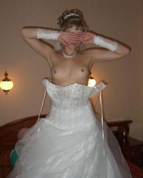 【衝撃画像】結婚式当日にテンション上がってウェディングドレスのままセックスする夫婦たち(21枚)・10枚目