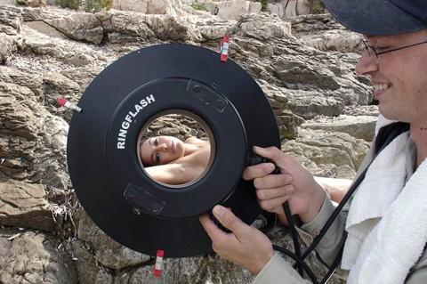【不可抗力】ヌードモデルの撮影現場で勃起を隠すカメラマンたちワロタwwwwwwwwwwwwwwwww(※画像あり)・18枚目
