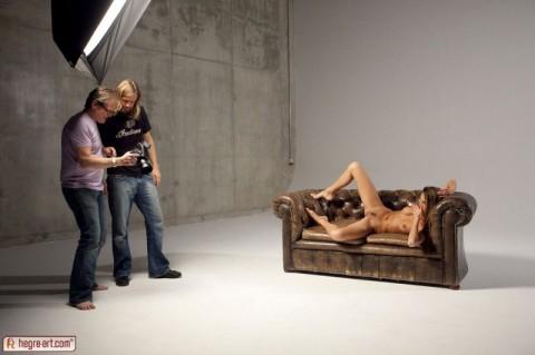 【不可抗力】ヌードモデルの撮影現場で勃起を隠すカメラマンたちワロタwwwwwwwwwwwwwwwww(※画像あり)・10枚目