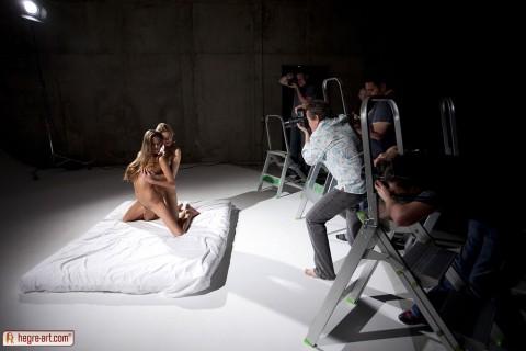 【不可抗力】ヌードモデルの撮影現場で勃起を隠すカメラマンたちワロタwwwwwwwwwwwwwwwww(※画像あり)・2枚目