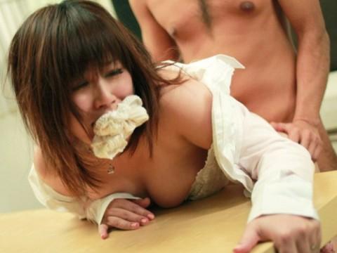 【画像あり】自分のパンツを口に詰め込まれてエロい子とされてる女ってエロいよね・・・・・・・・・・1枚目