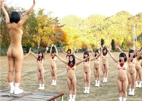 【画像あり】女の子が全裸でハードル飛んだらこうなるwwwwwwwwwwwwwwwwwww・1枚目
