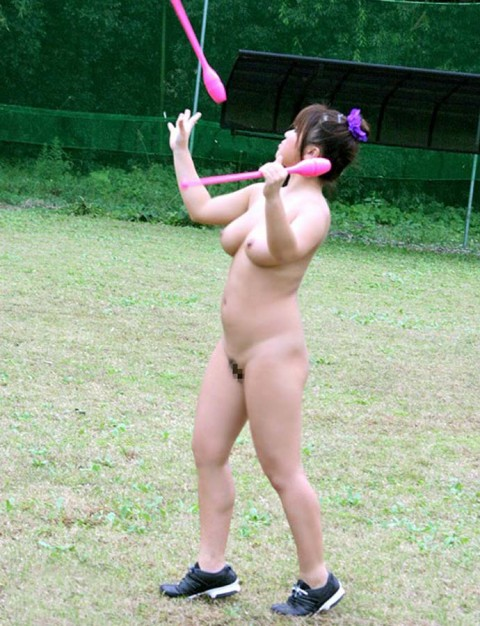 【画像あり】女の子が全裸でハードル飛んだらこうなるwwwwwwwwwwwwwwwwwww・9枚目