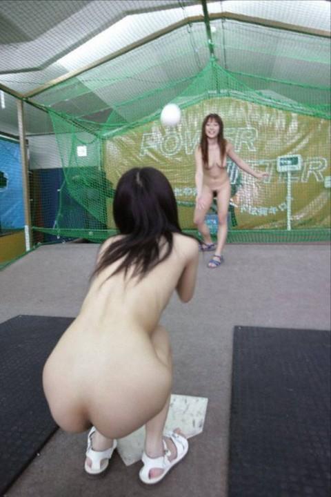 【画像あり】女の子が全裸でハードル飛んだらこうなるwwwwwwwwwwwwwwwwwww・10枚目