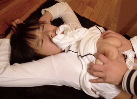 【画像あり】自分のパンツを口に詰め込まれてエロい子とされてる女ってエロいよね・・・・・・・・・・11枚目