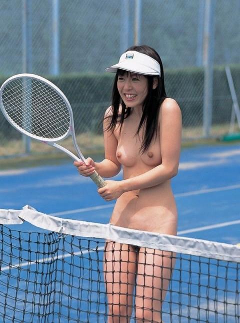 【画像あり】女の子が全裸でハードル飛んだらこうなるwwwwwwwwwwwwwwwwwww・11枚目