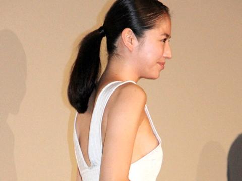 長澤まさみ(28)がチクビポ少女寸前の横乳ドレスwwwwwwwwww