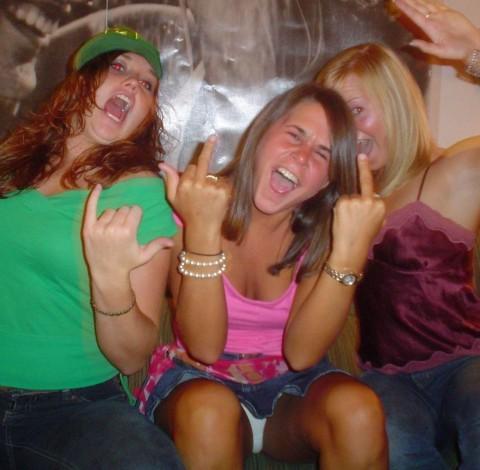 【持ち帰れる?】怖えぇ・・・女子会で酒に飲まれた女たちの末路がヤバイwwwwwwwwwwwwwwwww(画像30枚)・14枚目
