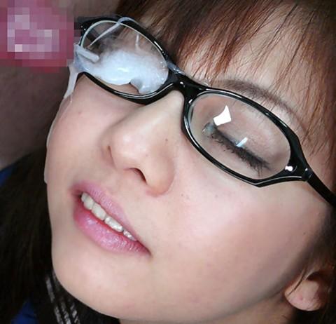 【画像あり】眼鏡っ子の彼女がセックス中なのにメガネ外さないので空気読んだ結果wwwwwwwwwwwww・2枚目