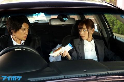 「ア●フェア」の篠●涼子が捜査のために手段を選ばないエロ女刑事だったら・・・・・こんな感じ?(動画)・1枚目