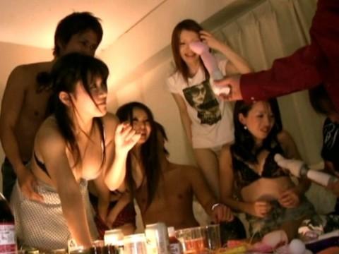 【ヤリサー】リア充って毎晩こんなことしてるってマジ???(画像25枚)・1枚目