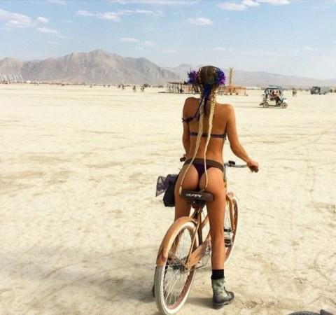 【男の性】ミニスカートの自転車女子を見ると後ろを走ってしまう理由がこちらwwwwwwwwwwww(※画像あり)・1枚目