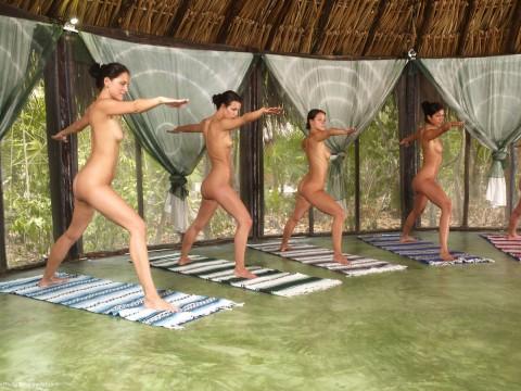 【驚愕】AVでもないのに美女十数人が一斉に全裸で挿入待ちのポーズしてるんだがwwwwwwwwwwwww(※画像あり)・6枚目