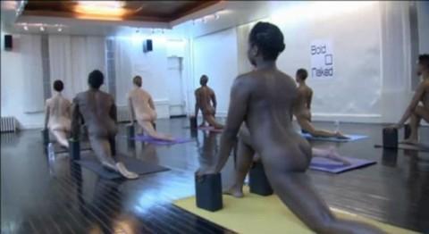 【驚愕】AVでもないのに美女十数人が一斉に全裸で挿入待ちのポーズしてるんだがwwwwwwwwwwwww(※画像あり)・7枚目
