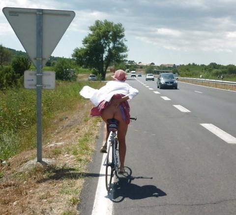 【男の性】ミニスカートの自転車女子を見ると後ろを走ってしまう理由がこちらwwwwwwwwwwww(※画像あり)・14枚目