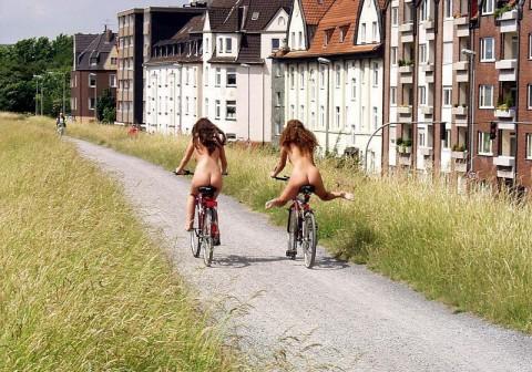 【男の性】ミニスカートの自転車女子を見ると後ろを走ってしまう理由がこちらwwwwwwwwwwww(※画像あり)・20枚目