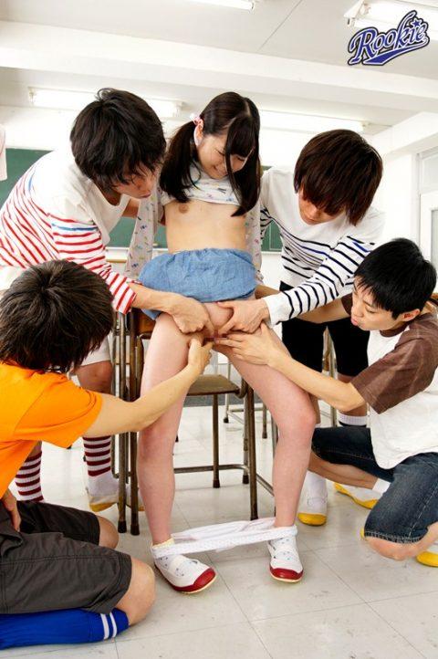 【ロ●コン大国】これ見て興奮するオッサンがこの日本にどのくらいいるのだろう・・・(画像あり)・2枚目