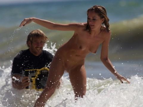 裸 族 の 彼 女 、 サ ー フ ィ ン を 始 め る (画像19枚)・1枚目