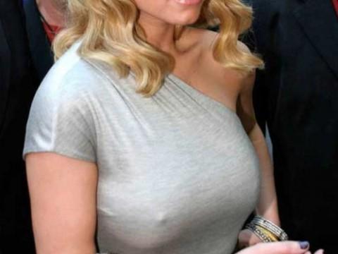 【画像】レッドカーペットの透け乳首率の高さは異常wwwwwwwwwwwwwwww(28枚)・1枚目