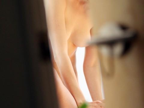 【家庭内画像】思春期の悶々とした性欲を満たす最高のオナネタがこちらwwwwwwwwwwwwwwwwwwww(21枚)・1枚目