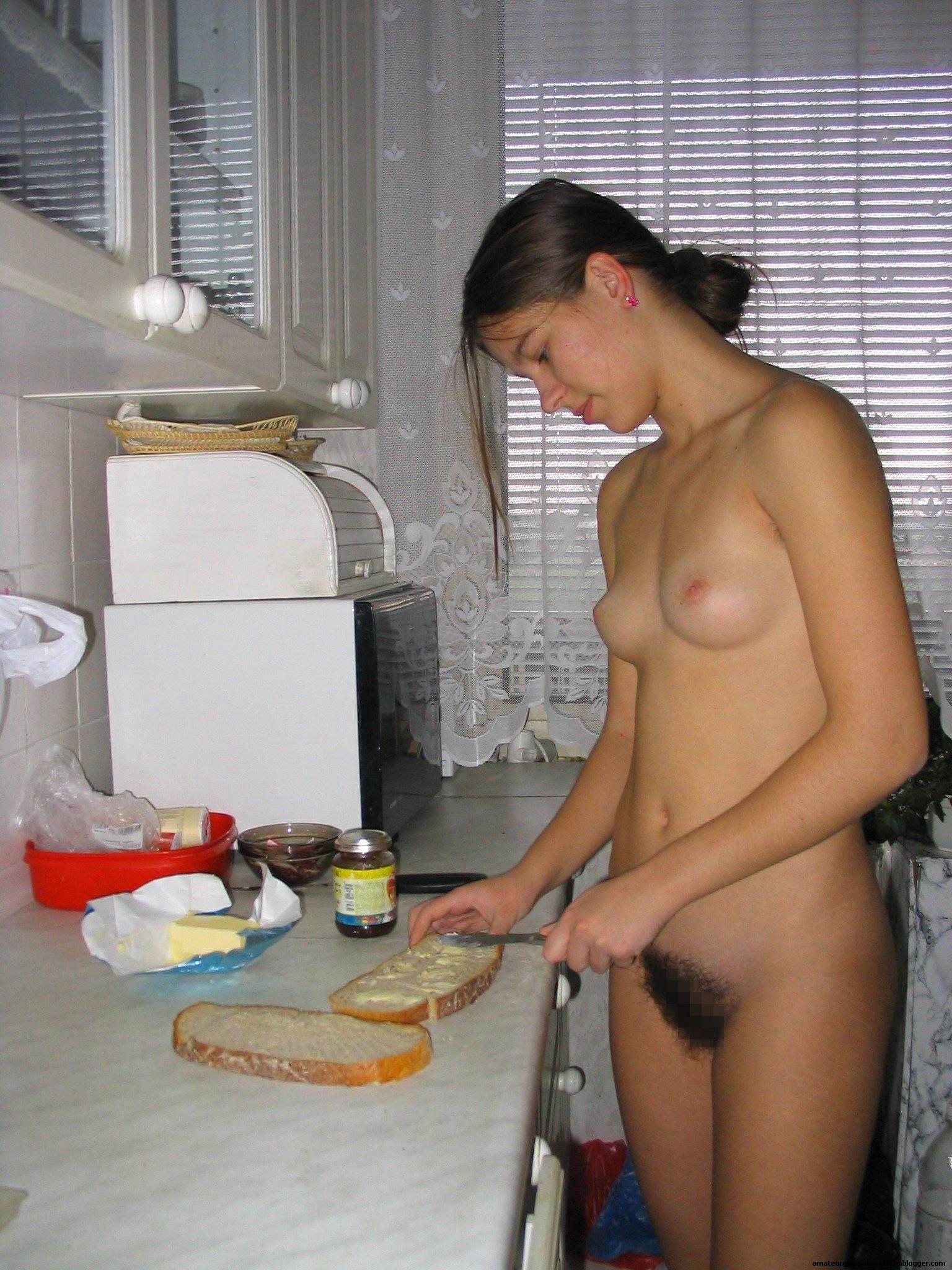 Фото голая женщина на кухне 11 фотография