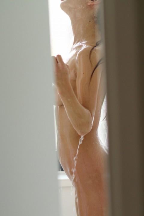 【家庭内画像】思春期の悶々とした性欲を満たす最高のオナネタがこちらwwwwwwwwwwwwwwwwwwww(21枚)・20枚目