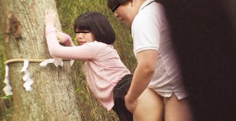 【盗撮】野外なのにガチでハメてるキチガイカップルのエロ画像(31枚)・25枚目