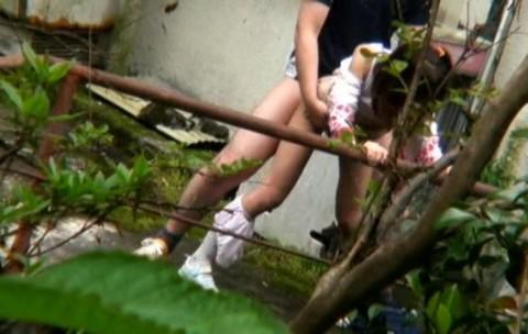 【盗撮】野外なのにガチでハメてるキチガイカップルのエロ画像(31枚)・28枚目