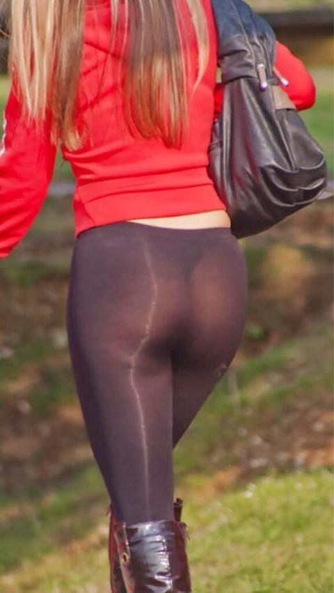 【画像あり】デカ尻女、パンティを盗んで穿くもレギンスからタグがスケスケで御用wwwwwwwwww・5枚目