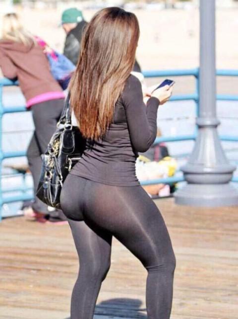 【画像あり】デカ尻女、パンティを盗んで穿くもレギンスからタグがスケスケで御用wwwwwwwwww・7枚目
