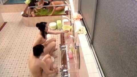 【女湯盗撮】黒ギャルの洗い方が斬新過ぎて草wwwwwwwwwwwwww・20枚目