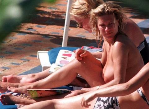 【衝撃】ミランダ・カーやパリス・ヒルトンまで!夏のビーチで乳首開放してるセレブ達wwwwwwwwwwww(画像22枚)・17枚目