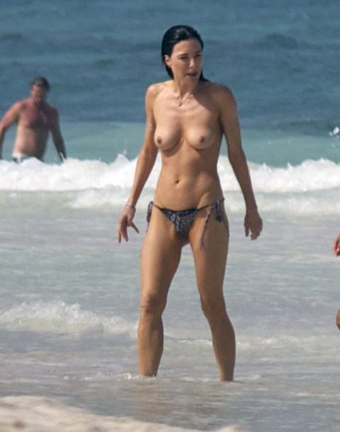 【衝撃】ミランダ・カーやパリス・ヒルトンまで!夏のビーチで乳首開放してるセレブ達wwwwwwwwwwww(画像22枚)・11枚目
