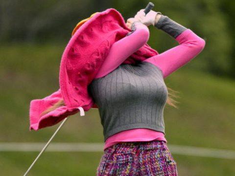 ついオッパイに目がいってしまう巨乳ゴルファーの画像集(24枚)・1枚目