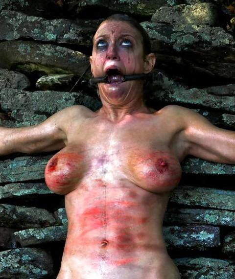 【 閲 覧 注 意 】 外 人 の 拷 問 エ ロ 画 像 が ド ン 引 き レ ベ ル ・・・・・(25枚)・3枚目