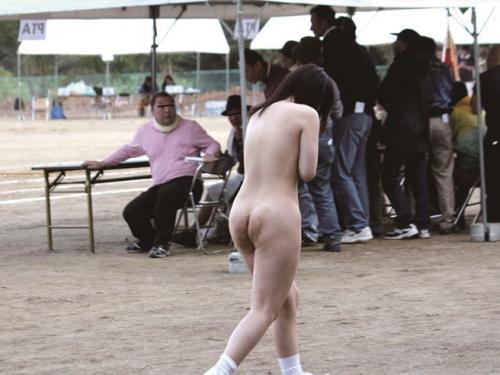 【激写】 運 動 会 で 全 裸 に さ れ た 女 子 が 可 哀 想 す ぎ る ・・・