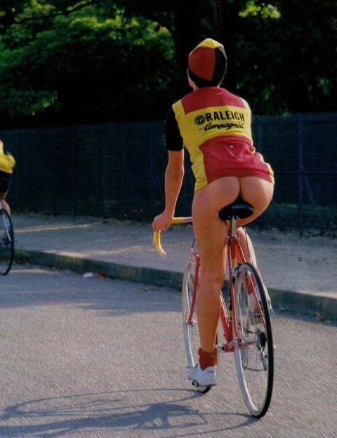 """【露出狂】自転車で前に割り込んできて突然 """"尻"""" を見せてくる変態女現るwwwwwwww(※画像あり)・10枚目"""