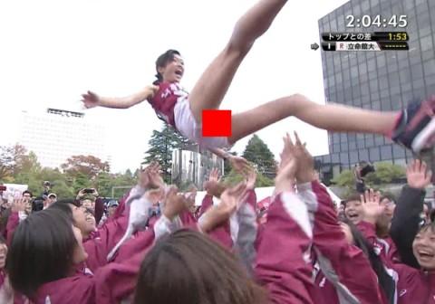 (※速報※)全JAPAN大学女子駅伝トップ選手が胴上げされ短パンの隙間から『具』がマル見えにwwwwwwwwwwwwwwwwwwwwwwww(写真あり)