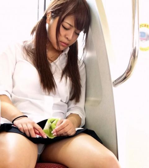 【※画像あり】電車で大股開いて座ってるJKのハミマンゲットしたったわwwwwwwwwwwwwwwwww・14枚目