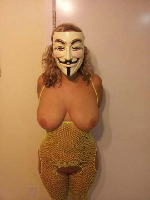 【素人】ガイ・フォークスの仮面をかぶった女たちが普段の10倍卑猥になる件(※画像あり)・11枚目