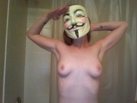 【素人】ガイ・フォークスの仮面をかぶった女たちが普段の10倍卑猥になる件(※画像あり)・13枚目