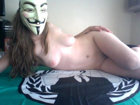 【素人】ガイ・フォークスの仮面をかぶった女たちが普段の10倍卑猥になる件(※画像あり)・20枚目