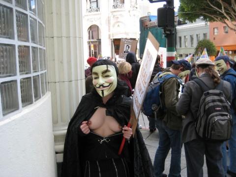 【素人】ガイ・フォークスの仮面をかぶった女たちが普段の10倍卑猥になる件(※画像あり)・25枚目